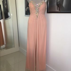 GORGEOUS STRAPLESS GOWN